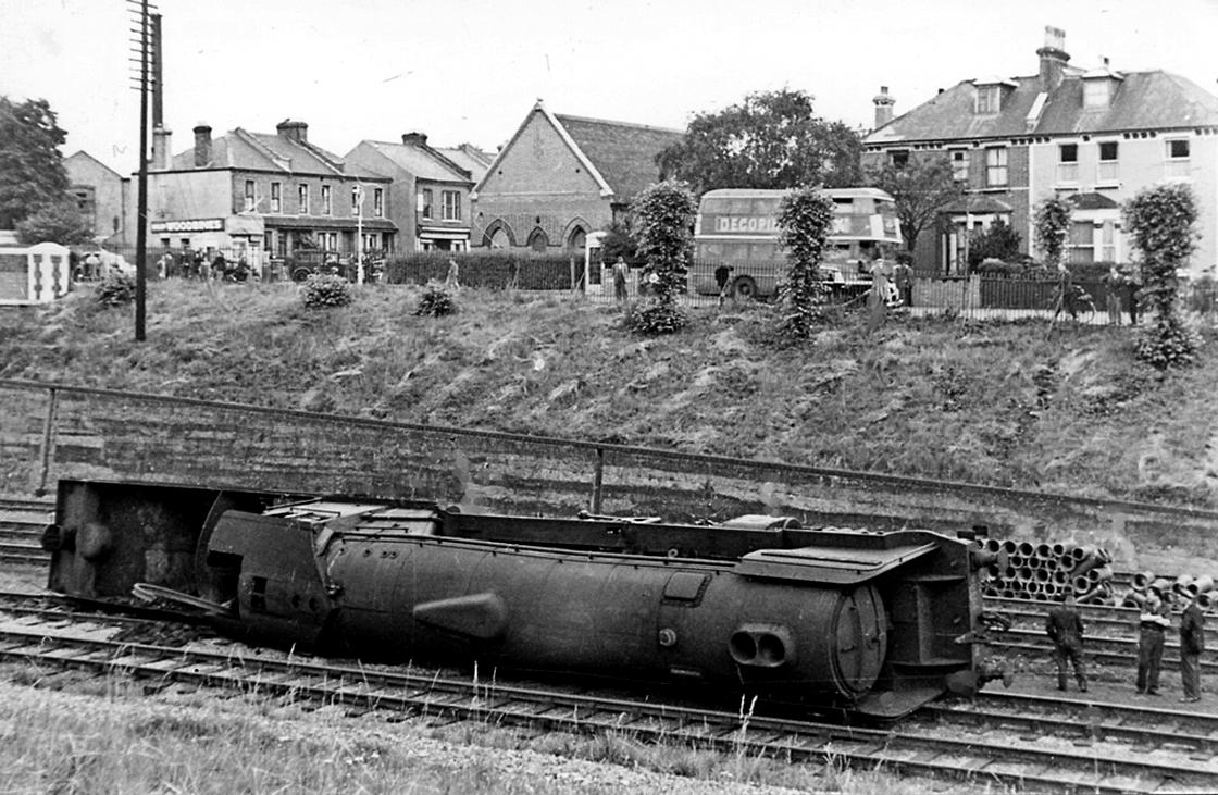 New Southgate – 17th July 1948 | Railway Mania